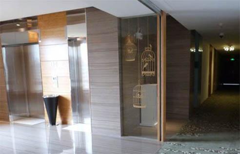 Лифты и коридор